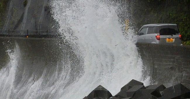 Weakened typhoon lashes Japan; 1 dead, 33 hurt