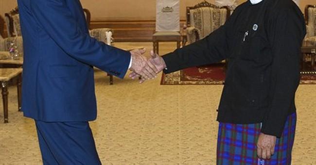 Kerry presses Myanmar on democratic reform