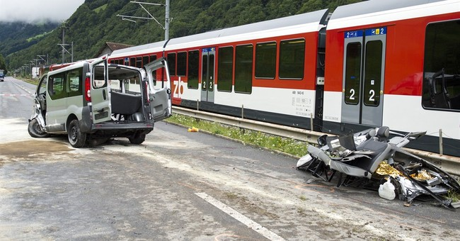 Swiss police: 3 Israelis killed in bus-train crash