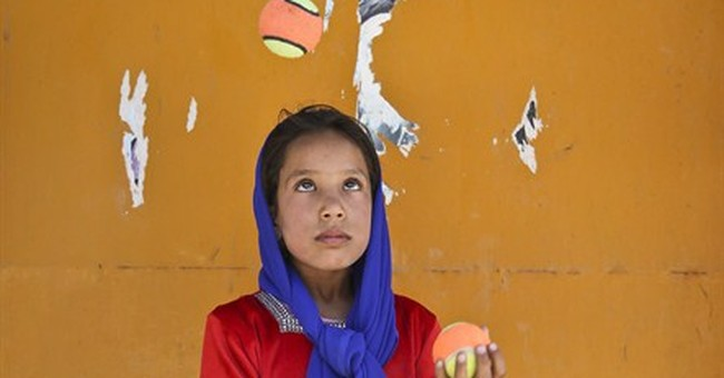 AP PHOTOS: Circus feats rare treat for Afghan kids