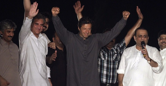 Pakistan rallies to test government, its democracy
