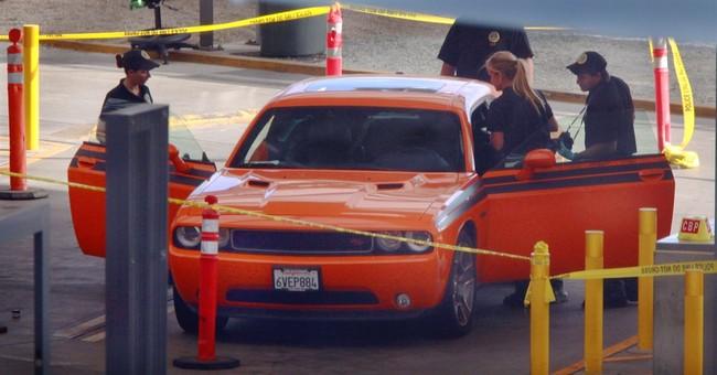 2 found dead in car trunk at San Diego crossing