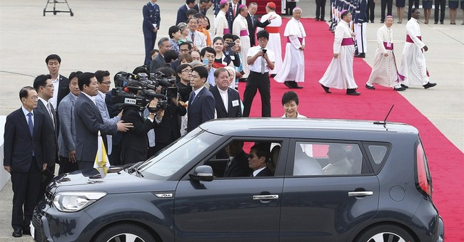 Pope's small car fascinates South Koreans