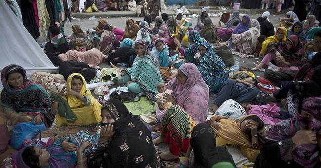 Thousands of protesters demand re-vote in Pakistan
