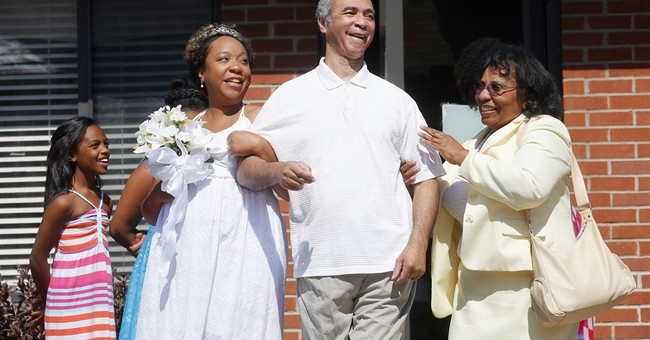 Woman marries at dad's Alzheimer's care center