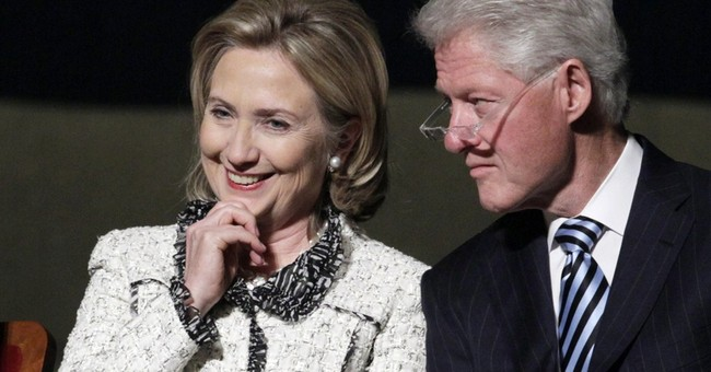 Eyes on 2016? Clinton goes to Iowa next month