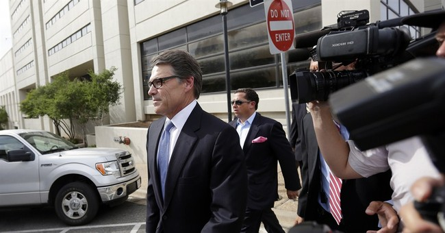 Texas Gov. Perry formally enters not guilty plea