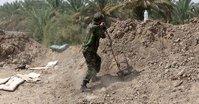 Iraqi military clashes with militants in Tikrit