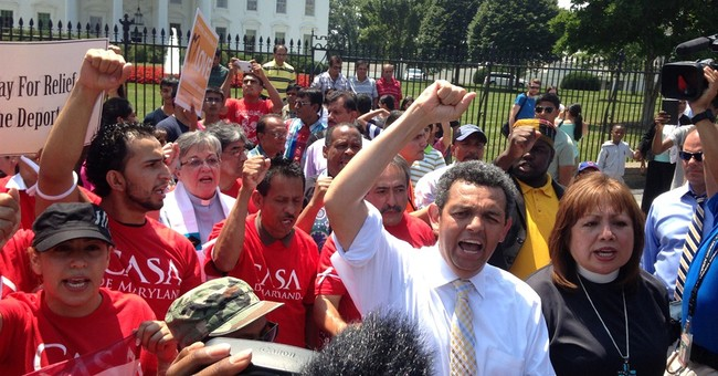 Obama weighs broader move on legal immigration