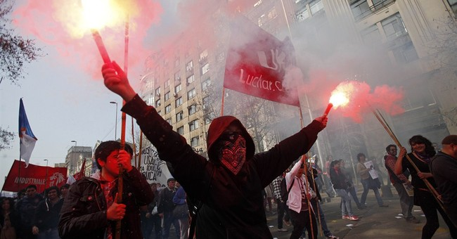 Police tear gas, water cannons at Chilean protest