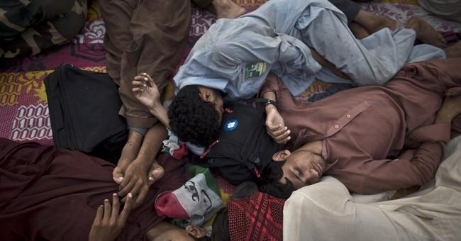 AP Photos: Pakistani protesters sleep on streets