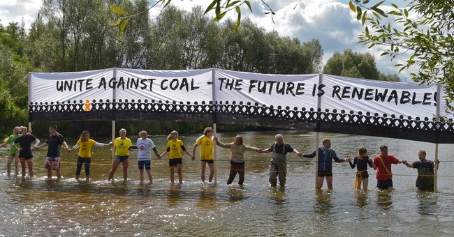 Protesters against brown coal form human chain