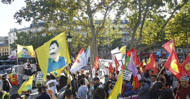 Kurds protest in Paris against Islamic State group