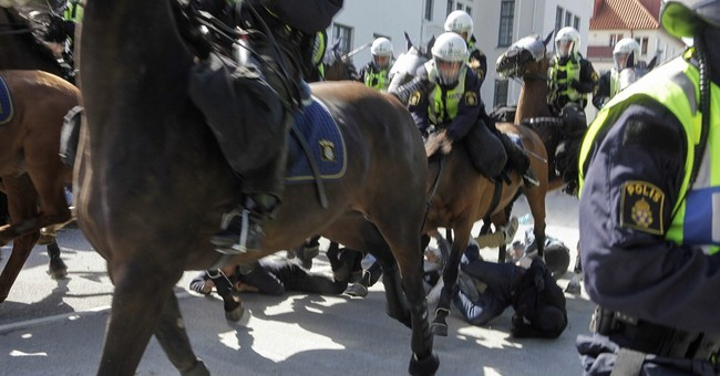 Sweden: 3 protesters injured by mounted police