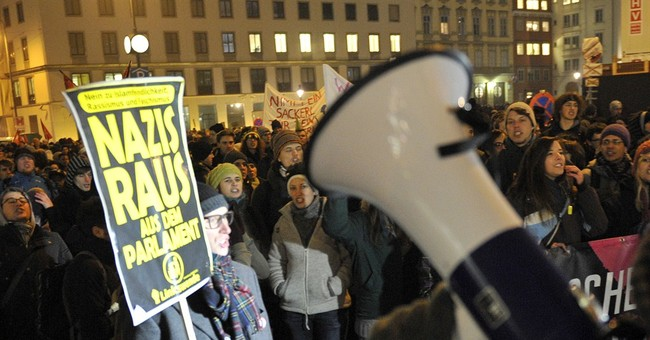 Arrests at Austria protest against far right ball