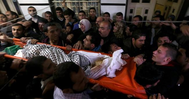 Gaza official: Israeli fire kills Palestinian