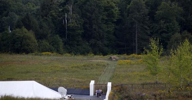 Hastert donates Capitol flag to Flight 93 memorial