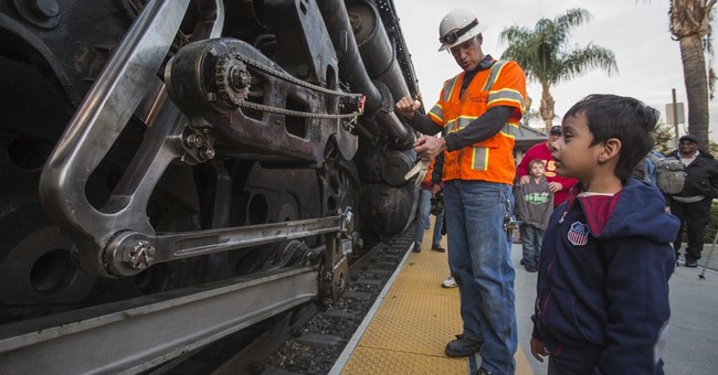 Big Boy locomotive begins California farewell tour
