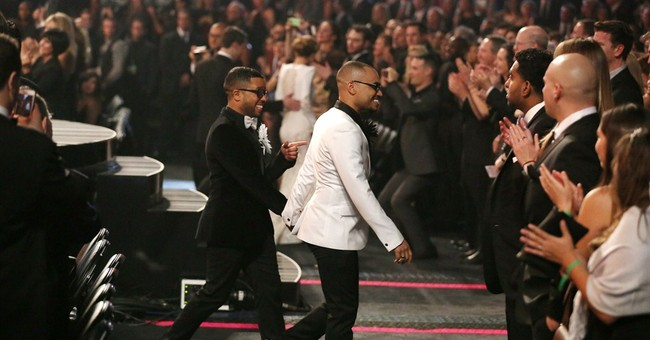 WEDDING FEVER AT THE GRAMMYS