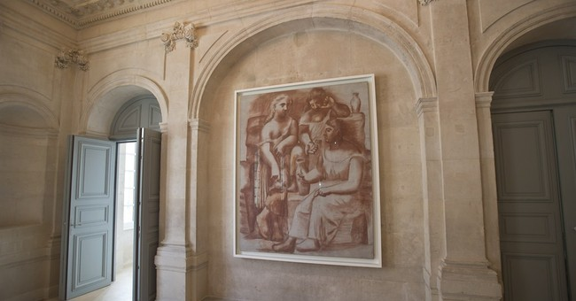 'Nearly empty' Picasso museum open in Paris