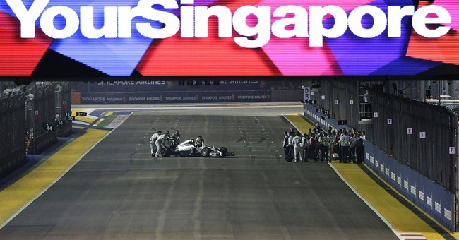 Hamilton wins in Singapore, takes F1 title lead