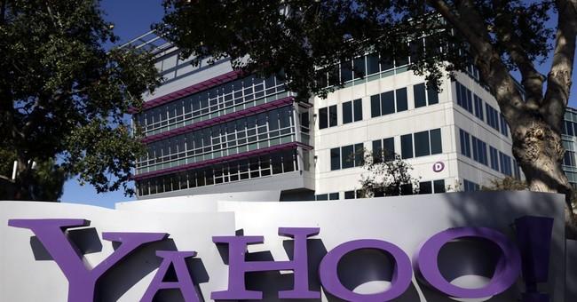 Investors fret Yahoo's future, stock dips