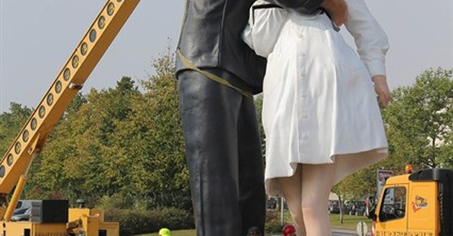 Sculpture of end-of-WWII kiss lands in Normandy