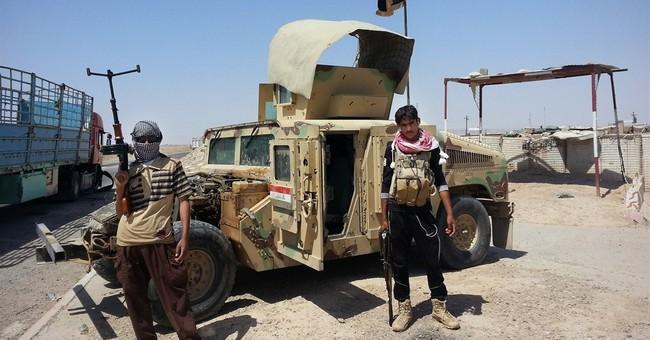 Islamic militants parade captured Iraqi soldiers