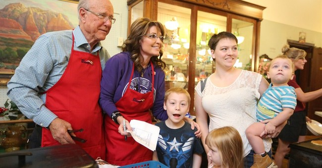 Palin says all eyes on Kansas in US Senate race