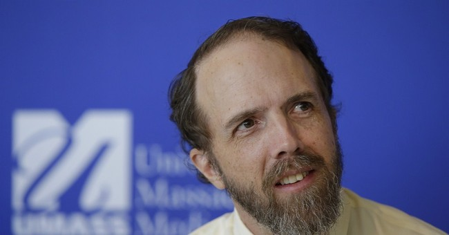 Massachusetts doctor says he knew Ebola risk