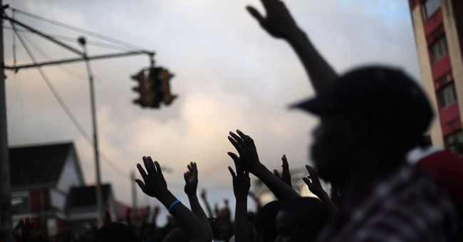 Ebola clinics fill up as Liberia awaits aid