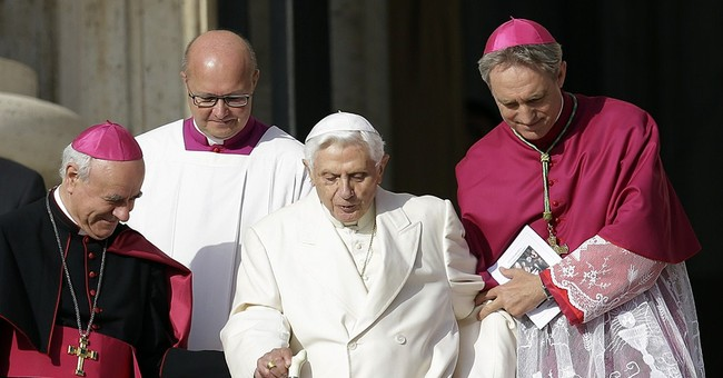 Pope hails Benedict, other elderly at Vatican fest