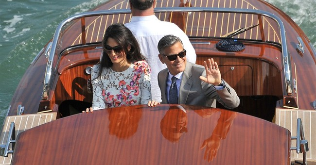 Clooney, wife make newlywed appearance  in Venice