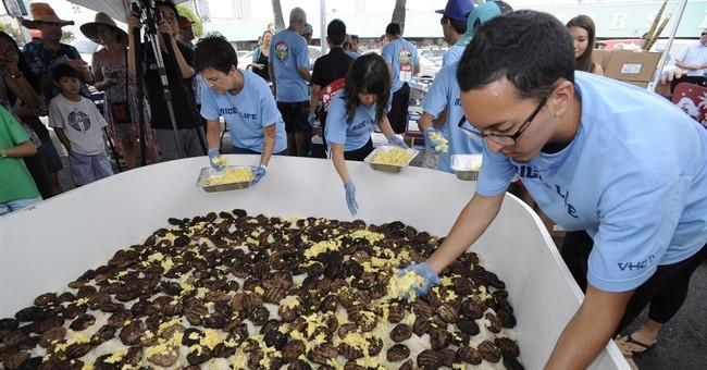 Crew makes 1,126-pound bowl of Hawaii rice dish