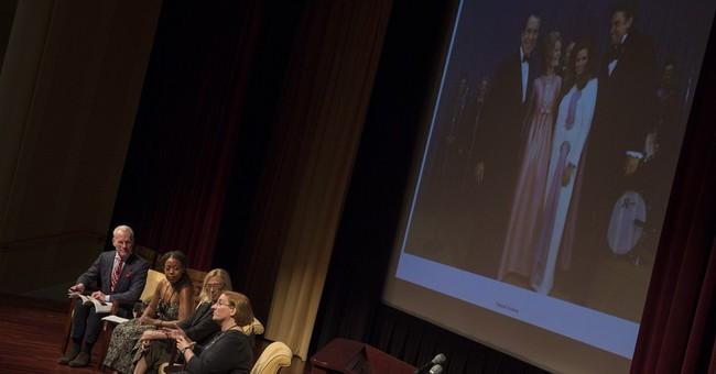 Tim Gunn sizes up first lady fashions do's, don'ts