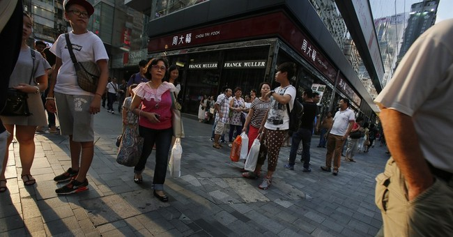 Hong Kong protesters try to win over tourists