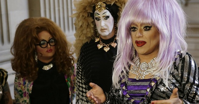 Facebook apologizes to drag queens for name policy