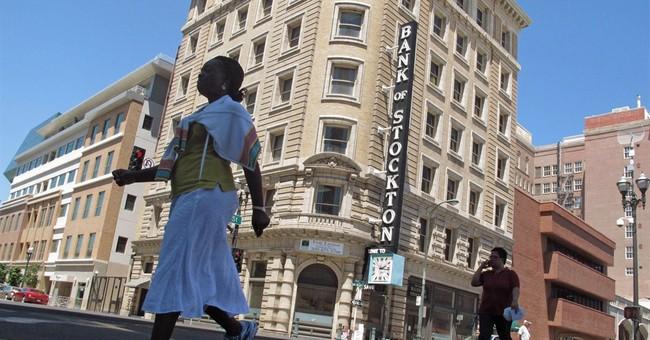 Ruling lets bankrupt city cut pension benefits