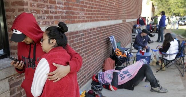 AP PHOTOS: Lines linger for famed Chicago hot dogs