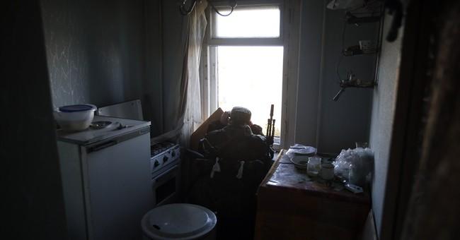 Fighting rages around airport in eastern Ukraine
