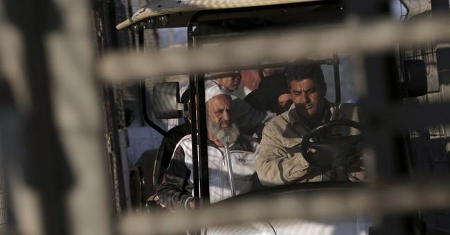 Israel permits Gazans to pray at Jerusalem mosque