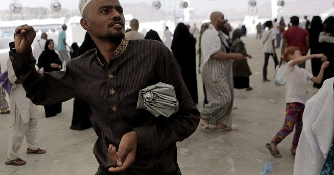 Saudi: Hajj free of Ebola amid protective measures