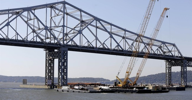 Huge crane arrives at NY's Tappan Zee project