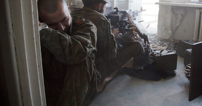 East Ukraine rebels keep up drive to take airport