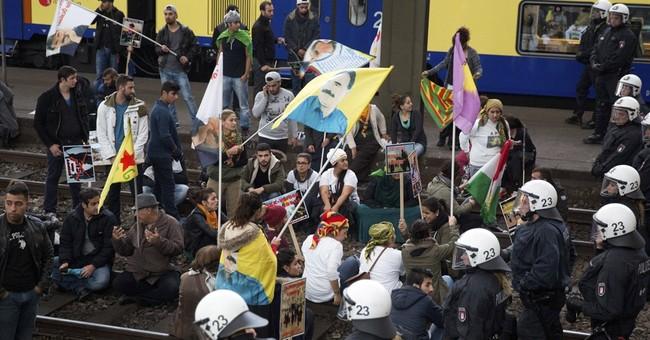 Kurds clash with Salafis in Hamburg, 14 injured