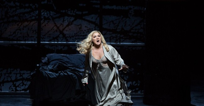 Soprano triumphs as bloodthirsty Lady M