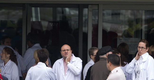 Spain PM visits hospital treating Ebola patient