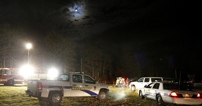 Teen dead, more than 20 hurt in hayride crash