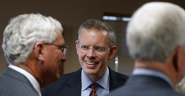 Davis says more than 500 dissident GOP support him