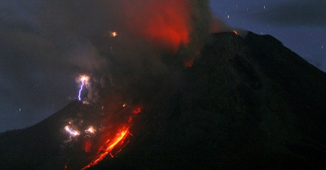 Image of Asia: Volcanic lightning on display